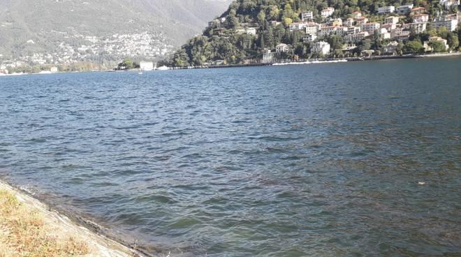 livello del lago di como oggi e detriti dopo il maltempo di questi giorni