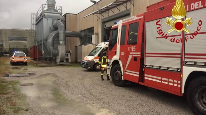 mariano comense operaio ferito in azienda soccorso da elicottero e pompieri