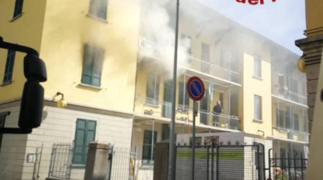 pompieri a camerlata via turati appartamento incendio