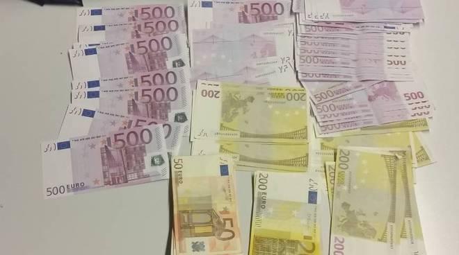 soldi sequestrati finanza in dogana coppia in transito