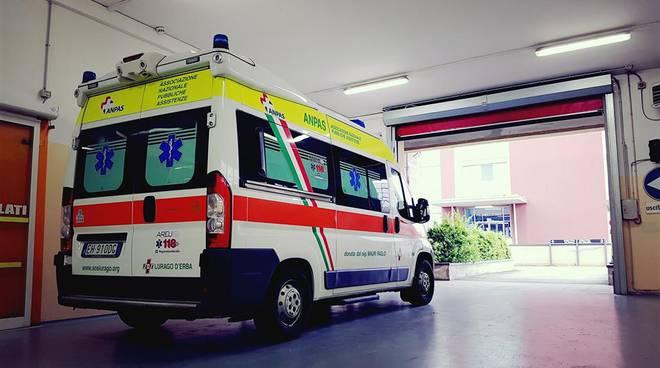 ambulanza e divisa sos di lurago d'erba intervento per parto in strada