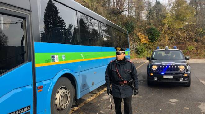carabinieri arrestano un pakistano sul bus alta valle intelvi molestie ragazze