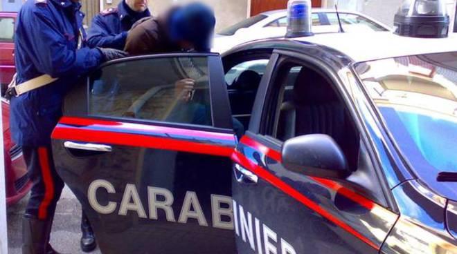 carabinieri saronno arrestano giovane che adesca minorenni in rete