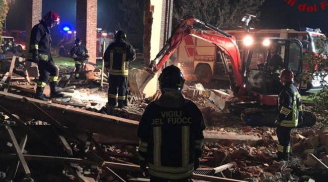 esplosione cascinale alessandria morti tre pompieri immagini luogo e soccorsi