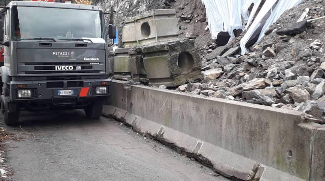 frana di rovenna di cernobbio dopo una settimana operai camion strada chiusa