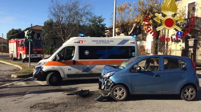 incideente a mertone ed arosio, auto fuori strada recupero autogru pompieri