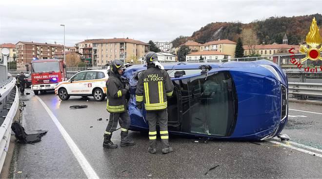 incidente viadotto dei lavatoi a camerlata, scontro tra auto, una ribaltata