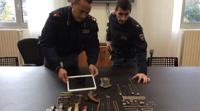 polizia di como oggetti rubati casa ladro