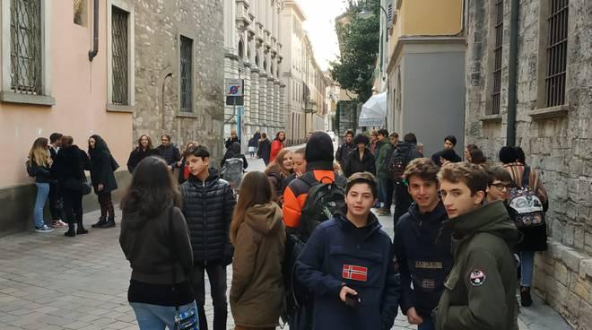 protesta dei ragazzi del fridays for future oggi esterno comune di como