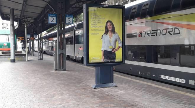treni fermi stazione como lago trenord ed avvisi ritardi su bacheca