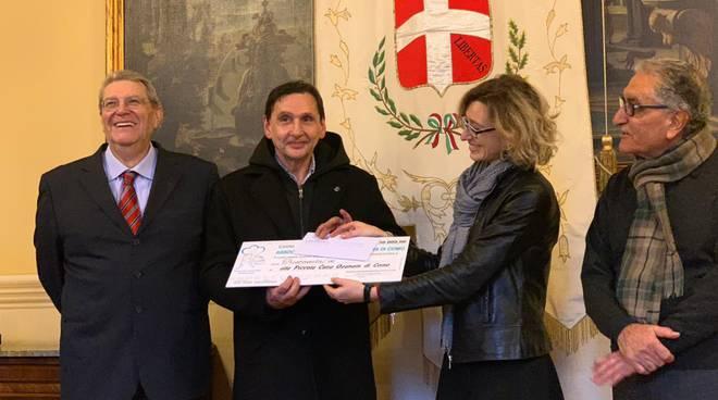 consegna all'ozanam del contributo per lafiera di sant'0abbondio 2019 comune como gentilini e chessorti