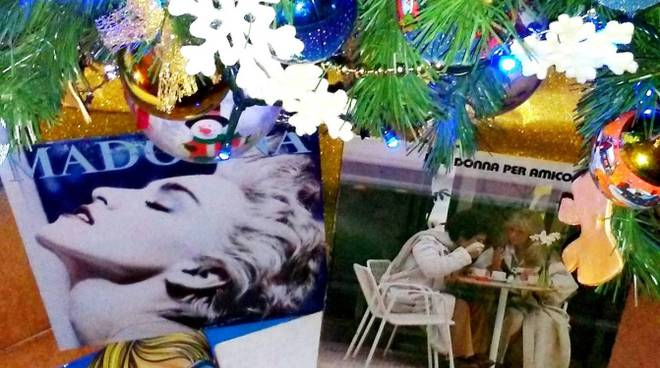 precisi dischi sotto l'albero