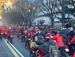 Il raduno dei Babbi Natale a due ruote sulle strade di Como