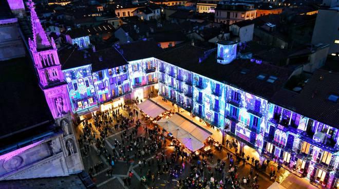 nuova scenografia di piazza duomo a como per la città dei balocchi