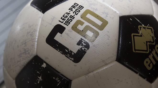 pallone calcio lega serie c generico
