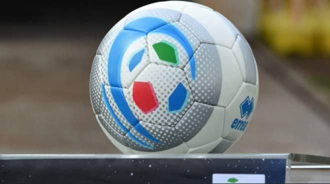 pallone lega pro calcio generico