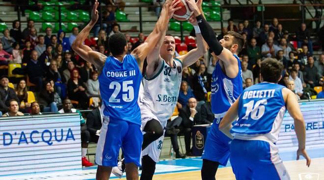 san bernardo cinelandia cantù batte treviso paladesio basket maschile