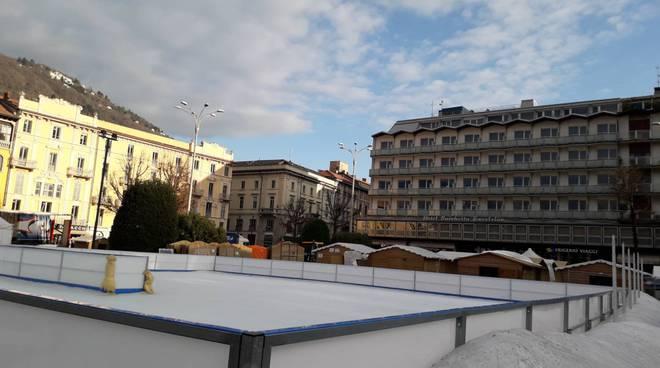cittàè dei balocchi como si smontano casette e pista del ghiaccio piazza cavour