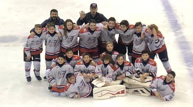 formazione under 13 hockey como vince a milano, foto con coach malkov