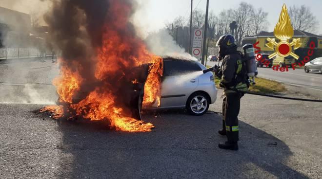 incendio auto oggi beregazzo con figliaro