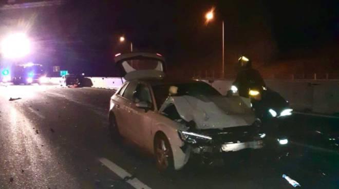 incidente a9 tra fino mornasco e lomazzo schianto auto danneggiate e pompieri soccorsi