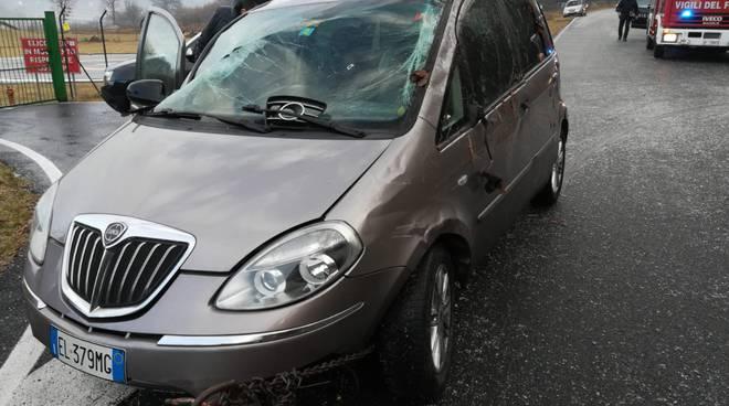 incidente alta valle intelvi lanzo auto fuorti strada soccorsi vettura danneggiata pompieri