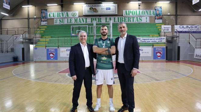 nuovo palleggiatore pool libertas cantù Riccardo Reggio lui da solo e con coach Cominetti e vice