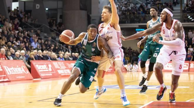 pallacanestro cantù a reggio emilia san bernardo