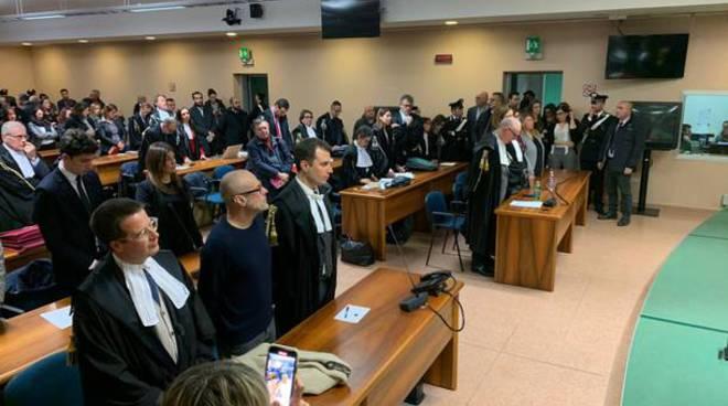 sentenza corte assise busto arsizio per medico comasco accusato omicidi