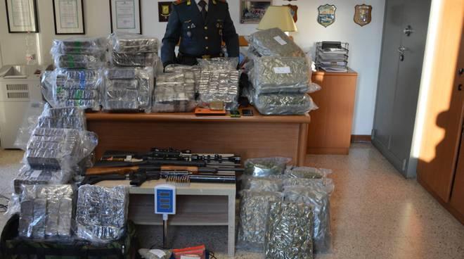 sequestro droga ed armi guardia di finanza di olgiate comasco