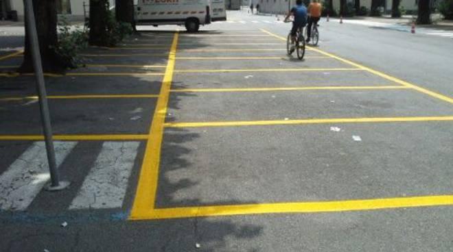 strisce gialle a como generica di parcheggi csu