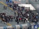 contestazione dei tifosi del como alla squadra dopo la sconfitta in casa con olbia