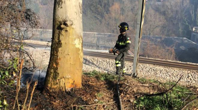 incendio sterpaglie bassone via piano e lungo la napoleona como pompieri