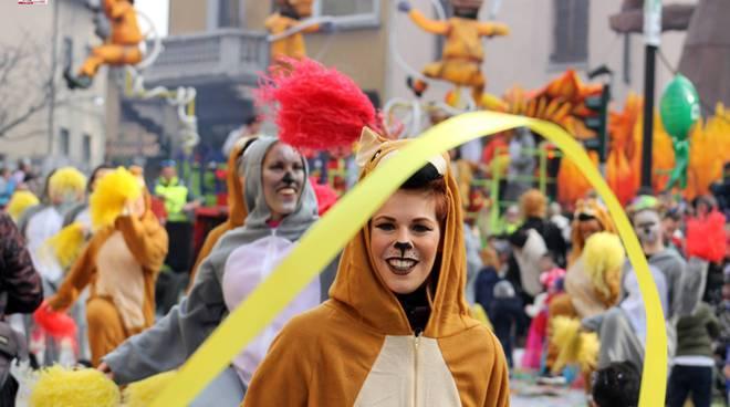 Le più belle immagini della seconda sfilata del Carnevale di Cantù 2020