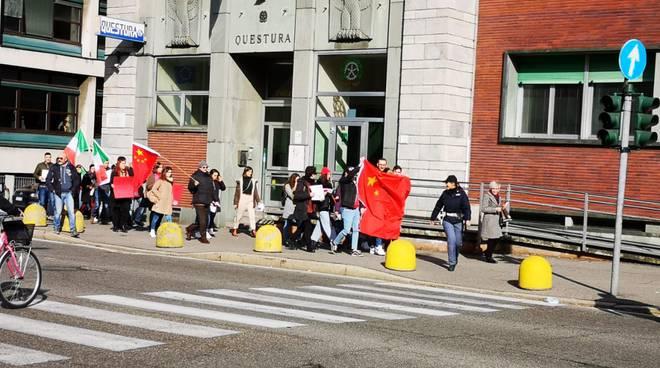 manifestazione studenti insubria a favore popolazione della cina per coronavirus