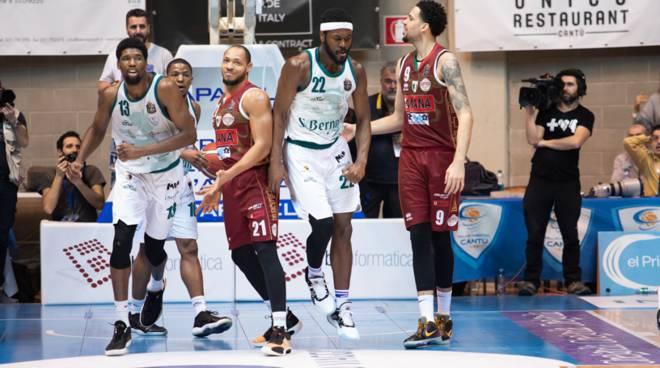 pallacanestro cantù san bernardo batte la capolista umana venezia