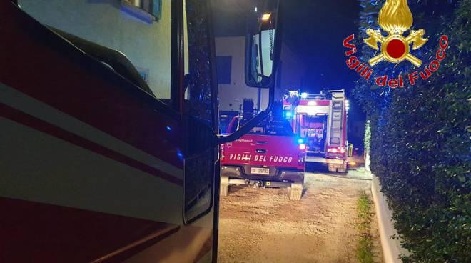 principio d'incendio casa ed ufficio beregazzo con figliaro pompieri soccorsi