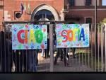 ragazza di maslianico morta a 15 anni, cartello saluto esterno scuola del paese