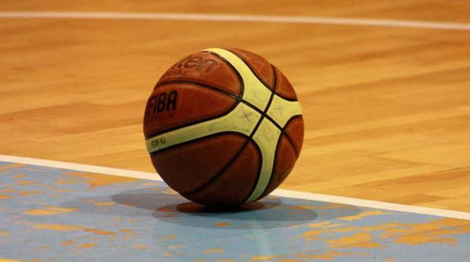 pallone di basket campo vuoto