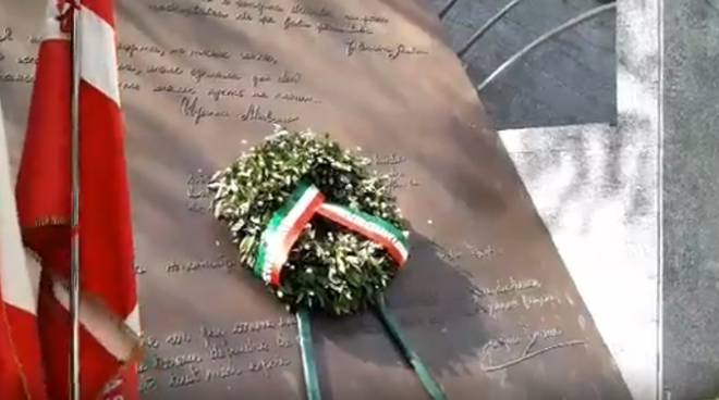 cerimonia 25 aprile como con sindaco da solo monumento resistenza europea