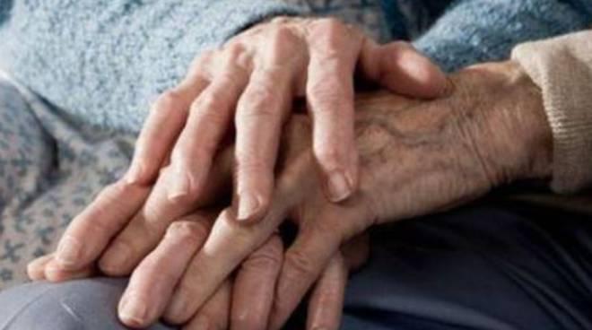 coniugi mano nella mano morti ospedale sant'anna dopo agonia