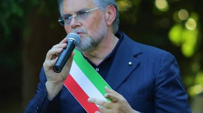 fabio bulgheroni sindaco di casnate provvedimento uscite di casa 8 prodotti