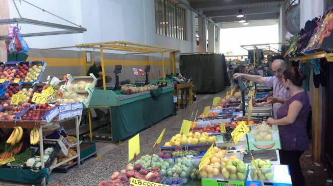 mercato coperto di como esercenti ed ingresso