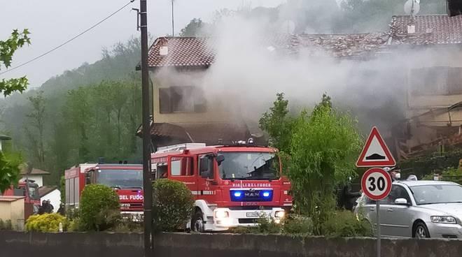 andrate di fino mornasco esplosione villetta pompieri primi soccorsi morto ragazzo