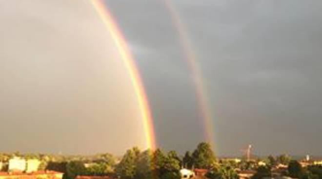 arcobaleno nei cieli sopra como e provincia, foto lettori