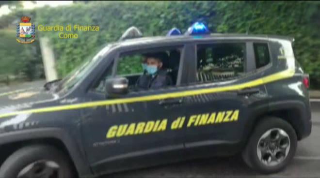 guardia di finanza como arresti per corruzione como prodotti alimentari