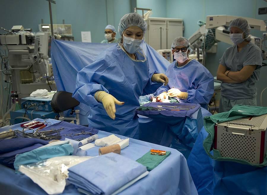 medici e infermieri interno ospedale generico per covid e non solo