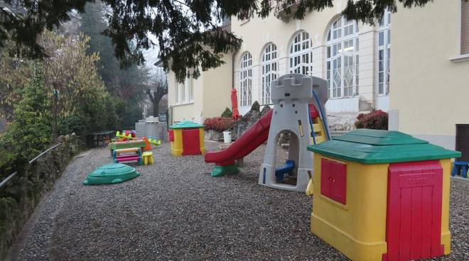 racconto fiabe per i piccoli sulla nostra pagina facebook con insegnanti asilo albese