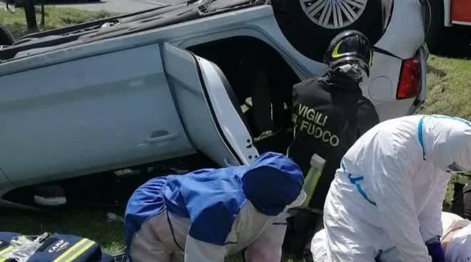 ribaltamento auto lomazzo bizzarone dopo urto con furgone oltrona