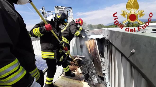 tetto capannone guanzate incendio impianto fotovoltaico